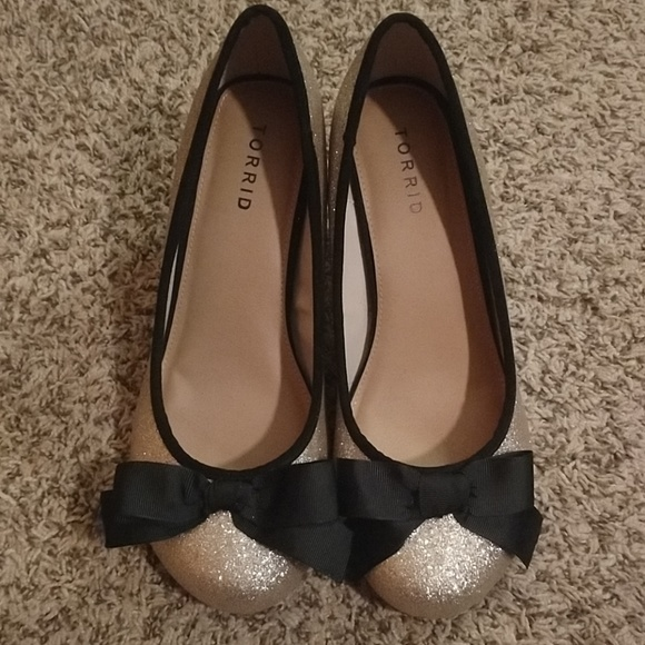 c6aced65600 Torrid 4H Gold Glitter Black Heel with Bow